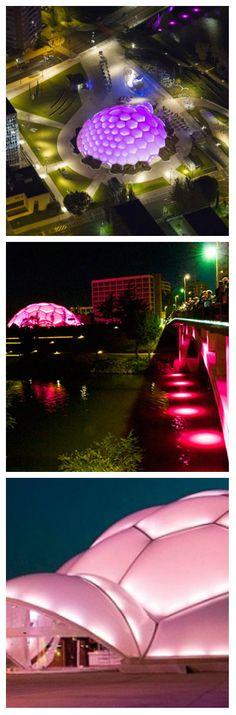 Площадь Plaza del Melinio была обновлена светодиодным освещением от Philips. Светодиодное ландшафтное освещение было установлено вокруг площади, живописных фонтанов, ступеней и архитектурных элементов, создавая потрясающий эффект подсветки. #светодиоды #освещение #подсветка #светодизайн #ландшафтноеосвещение #уличноеосвещение #уличныесветильники #светодиодноеосвещение #светодиоднаяподсветка #свет #подсветказданий #подсветкамоста