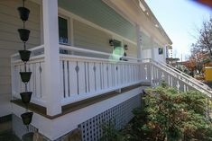 I want to add charm and character to my home. I found this tutorial on building flat sawn baluster railings. Looks super easy to do. Porch Balusters, Front Porch Railings, Deck Railings, Cable Railing, Cool Deck, Diy Deck, Porch Railing Designs, Laying Decking, Deck Construction