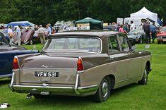 Vanden-Plas Princess MkII rear - Austin Princess - Wikipedia, the free encyclopedia Classic European Cars, Old Classic Cars, Vintage Cars, Antique Cars, Honda Legend, Old Lorries, Fiat 600, Bus Coach, Limousin