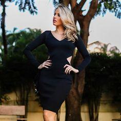 Vestido preto com recortes