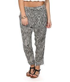 Made with premium quality rayon fabric that offers an airy and comfortable feel, these beach pants are covered in a geo print pattern that will keep you in style from the beaches to the streets.