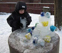 Freeze ice in various containers and then let children build and stack with them to discover -- build a castle? Outdoor Education, Outdoor Learning, Outdoor Play, Winter Outdoor Activities, Snow Activities, Summer Daycare, Winter Wonderland Party, Outdoor Classroom, Forest School