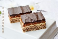 PRAJITURA SNICKERS | Rețete Fel de Fel Romanian Desserts, Romanian Food, Romanian Recipes, Tiramisu, Sweet Treats, Food And Drink, Cooking Recipes, Yummy Food, Sweets