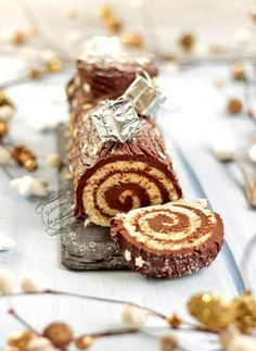Traditional chocolate roll log {easy and quick} - Christmas log rolled in chocolate, quick and easy recipe! Parfait Desserts, Fall Desserts, Christmas Desserts, Christmas Log, Christmas Ideas, Chocolate Roll, Chocolate Recipes, Healthy Meals For Kids, Quick Easy Meals