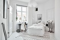 Spacious White Scandinavian Apartment With Black Details - Gravity Home - Interior Design Fans Scandinavian Style, Scandinavian Interior Bedroom, Cosy Interior, Scandinavian Apartment, Interior Ideas, Gravity Home, Minimalist Bedroom, Minimalist Decor, Beautiful Bedrooms