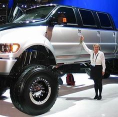 The Ford Monster Truck in a league of its own! Ford F650, Ford Bronco, Funny Dog Photos, Funny Dog Videos, Funny Pictures, Daily Pictures, Humor Videos, Funny Gifs, Cool Trucks