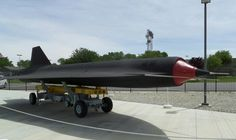 D-21 drone planned to be carried on top of A-12 (renamed M-21) - Blackbird Airpark