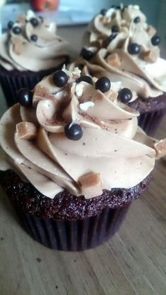 Gluten free caramel mocha cupcakes! A perfectly decedant chocolate sponge with coffee undertones and a light caramel frosting. Order a box at www.cakebyshannon.co.uk