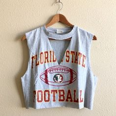 college outfits for cold weather Fsu Shirts, Diy Cut Shirts, Cutout Shirts, College Shirts, T Shirt Diy, College Outfits, Cutting T Shirts, Diy Tshirt Ideas, Tailgate Outfit