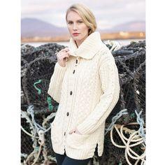 Veste longue écrue Carraig Donn, 100% laine mérinos, avec torsades.