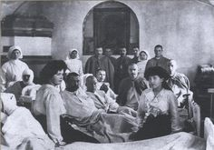 Gdss Maria and Anastasia Nicholaevna visiting a soldier´s hospital