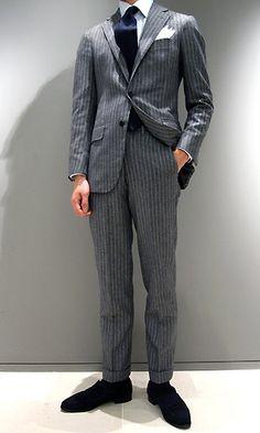 こんばんは? 文章スタイリストの武田みはるです。  地下鉄内で思わず 「ダンディーやなぁ!」と見惚れるジェントルマンがいらっしゃいました。  私の前に後ろ姿で立っておられたのですが、 パンツの裾が... 詳しくは http://kotono-ha.com/74080/?p=5&fwType=pin&blog=6509