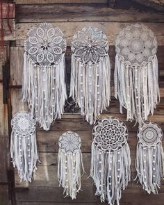 Dream Catcher How To Plan A Wedding Dream Catcher Dream Decor Dream Catcher Bedroom, Doily Dream Catchers, Dream Catcher Craft, Dream Catcher Boho, Diy Crafts To Sell, Diy Crafts For Kids, Arts And Crafts, Diy Dream Catcher Tutorial, Doily Art