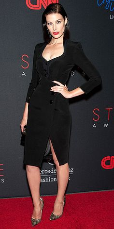 Jessica Pare in Altuzarra. Love the fitted silhouette & cut of the dress, the neckline and sleevelength as well as the reto 1940's style it has to it