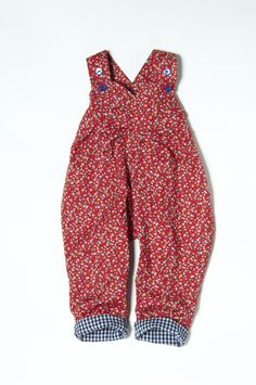 Dungarees for kids are a What Mother Made staple! Made in 4 fabulous new prints there will be floral dungarees for your little lady. The highest quality girls handmade clothes in bold prints for a bright summer!  They have a beautiful pleated font which gives the pantaloon the wonderful full shape. They have an elasticated back which gives room for growing and two buttons for adjustable length. The perfect clothes for babies and toddlers.   Get yourself a vintage inspired classic.