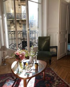 room wallpaper shui living room living room furniture – rustic home interior French Apartment, Parisian Apartment, Apartment Living, Paris Apartments, Paris Apartment Interiors, Parisian Decor, Parisian Room, Paris Home Decor, Modern Apartments