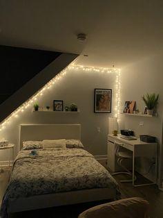 Room Ideas Bedroom, Small Room Bedroom, Home Bedroom, Bedroom Decor, Room Ideias, Cute Diy Room Decor, Minimalist Room, Aesthetic Room Decor, Cozy Room