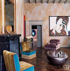 Гостиная. Автопортрет Вика Муниза куплен в галерее Studio Visconti. Кофейный столик Smarties, дизайнер Маттиа Бонетти, 2003 год.