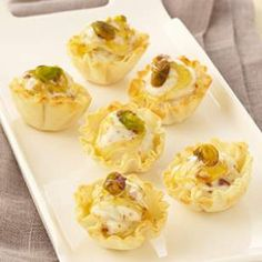 Try this recipe for frozen mini baklava bites using low-fat frozen yogurt the next time you want to whip up a quick dessert. Shelf-stable mini phyllo cups are widely available, but for this recipe the frozen cups are best. Diabetic Recipes, Healthy Recipes, Diabetic Foods, Healthy Desserts, Diabetic Cookies, Diet Recipes, Recipies, Low Calorie Ice Cream, Phyllo Cups