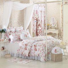 Agréable et très « girly » voici l'exemple de déco florale d'une chambre pour adolescente