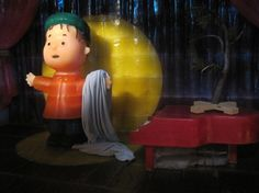 CHARLIE BROWN ON ICE! - Linus