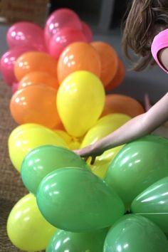 DIY balloon arch via designmom