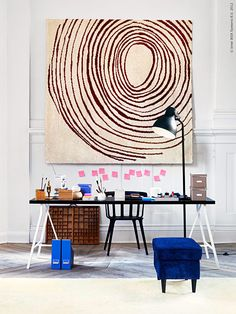 Textil på kontoret ramar in och gör det mjukt för både ögon och öron. På mitt drömkontor tar man av sig skorna och får ta sig en tupplur mitt på dagen. Och varför inte hänga upp mattan på väggen som ljuddämpare?
