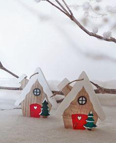 """Décoration """"Chalet du Père Noël"""" en bois à suspendre"""