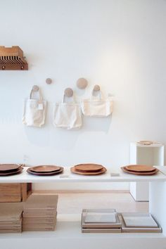 love the simplicity of this display. Muuto Dots are gorgeus on the wall. Retail Interior, Interior Exterior, Interior Architecture, Design Display, Deco Design, Interior Styling, Interior Decorating, Retail Store Design, Store Displays