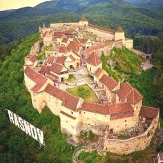 Rasnov Castle, been here done that. Beautiful Castles, Beautiful Buildings, Beautiful Places To Visit, Wonderful Places, Places Around The World, Around The Worlds, Places To Travel, Places To Go, Brasov Romania