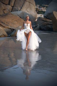 EMANUEL HENDRIK | Brautkleid: NAME | Model: Scarlett Gartmann | Fotograf: René Pferner | Hochzeitskleid / Wedding Dress - Hochzeit / Wedding - Düsseldorf & München / Duesseldorf & Munich - Handgefertigt / Handmade - Kapstadt / Cape Town - Strand / Beach - Strandspaziergang / Beach Walk - Ozean / Ocean