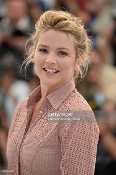 Photo d'actualité : Virginie Efira attends the 'Elle' Photocall...