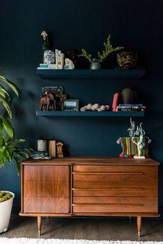 Modern North Carolina Home With Global Design Inspiration – Wanddekoration Retro Home Decor, Diy Home Decor, Home Decor Shelves, Blue Home Decor, Home Goods Decor, Home Design, Interior Design, Global Design, North Carolina Homes