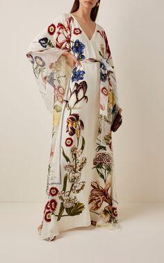 Oscar de la Renta Patterned Butterfly Sleeve Cady Caftan Dress Source by modaoperandi Fashion outfits Kimono Fashion, Modest Fashion, Fashion Dresses, Emo Fashion, Lolita Fashion, Gothic Fashion, Kaftan Designs, Mode Kimono, Mode Abaya