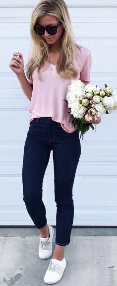 #summer #outfits Rosa Tee + Jeans Negro + blanco Bombas // Shop Esta vestimenta En El Enlace