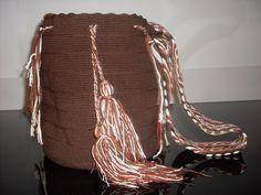 Se venden mochilas y artesanías de los indígenas colombianos Wayúus y Arhuacos. Teléfonos de contacto: 3154475651- 4793604.Bogotá-Colombia. Drawstring Backpack, Backpacks, Bags, Fashion, Bogota Colombia, Handbags, Moda, Fashion Styles, Backpack