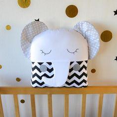 Baby Bedding Sets, Cot Bedding, Cot Bumper Sets, Small Crib, Pochette Diy, Crib Pillows, Baby Crib Bumpers, Fabric Toys, Animal Pillows