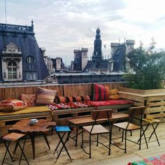 Le Perchoir, the rooftop bar in Paris' arrondissement On this week: July 7 Paris France, Julia Faria, Le Marais Paris, Paris Paris, Paris Balcony, Plan Paris, Paris Rooftops, Best Rooftop Bars, Rooftop Restaurant