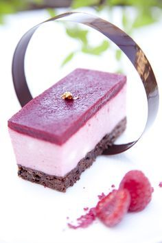 Chokladtryffelkaka med hallonmousse och hallongelé