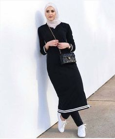 Tenues Hijab28 Street Hijab Fashion, Abaya Fashion, Modest Fashion, Fashion Outfits, Muslim Women Fashion, Islamic Fashion, Hijab Style, Hijab Chic, Hijab Dress