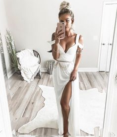 boho babe @kelsrfloyd in our Ocean of Elegance maxi dress looking for your dream dress? tap the link in our bio to find it in our Special Occasion Shop #lovelulus #lulusambassador