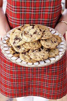Holiday Cookie Recipes: Dark Chocolate, Pistachio, & Sea Salt (How To Decorate) Milk Cookies, No Bake Cookies, Chip Cookies, Dark Chocolate Cookies, Chocolate Cookie Recipes, Yummy Treats, Delicious Desserts, Sweet Treats, Holiday Cookie Recipes