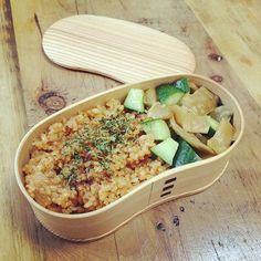 今日の曲げわっぱ弁当♡  めちゃシンプル笑  パスタソースをつかった、ケチャップライス的な♡! あとザーサイときゅうりのサラダ。  家にあるもので簡単弁当♩  #lunch #lunchbox #yummy #yokoyummy #happy #instagram #instagood #cook #cooking #ランチ #曲げわっぱ弁当 #手作り