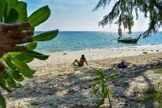 Passeio de barco em Railay Beach Railay Beach, Tours, Beaches, Thailand, Plants, Dark Cloud, The Titanic Film, Beach Towel, Boating