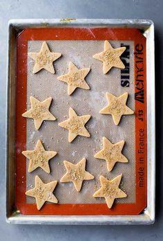 Flavorful maple cinnamon star cookies using a basic and easy sugar cookie dough! Easy Sugar Cookies, Star Cookies, Sugar Cookie Dough, Biscuit Dough Recipes, Cookie Recipes, Best Christmas Cookie Recipe, Cinnamon Bread, Cinnamon Syrup, Mini Burgers