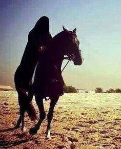 THE COMPANION: Umm 'Umarah - Nusaybah bint Ka'ab Battle Of Uhud, Noble Quran, Pledge Of Allegiance, Brave Women, Shake Hands, Prophet Muhammad, Hadith, Pagan, Horses