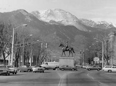 Platte Avenue and General Palmer Statue and Pikes Peak Living In Colorado Springs, Colorado Usa, Best Places To Live, Places To Visit, Utah Adventures, Pikes Peak, History Photos, Beautiful Sky, The Good Old Days