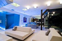 Striking Hollywood Hills Bachelor Pad With Living Room Car Park Hollywood Hills Häuser, West Hollywood, Ultra Modern Homes, Modern Interior Design, Modern Decor, Interiores Design, Luxury Furniture, White Furniture, Architecture Design