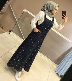 Image may contain: 1 person, standing and indoor Modest Fashion Hijab, Hijab Style Dress, Modern Hijab Fashion, Street Hijab Fashion, Hijab Fashion Inspiration, Abaya Fashion, Fashion Dresses, Muslim Women Fashion, Islamic Fashion