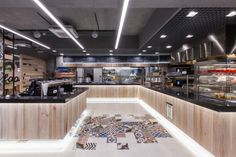 The LIDL Poland's aim to continuously improve the environment for their employees is refected in the project of a completely new restaurant in the company's headquarters in Jankowice, in the suburbs of Poznań.